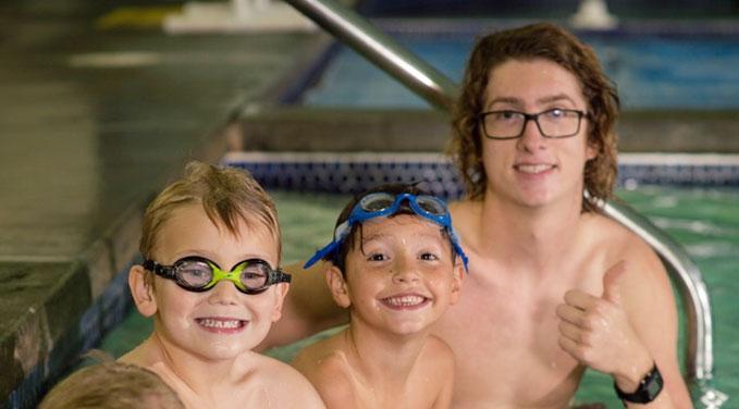 Picture of kids in a swim lesson